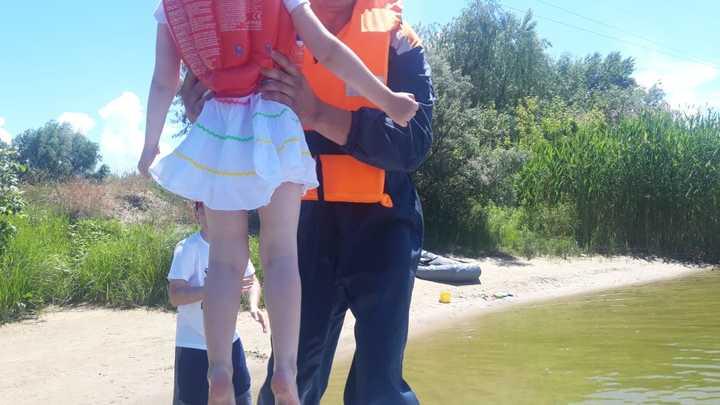 Рыбак и его 4-летняя дочь попали в ловушку на острове посреди Цимлянского водохранилища