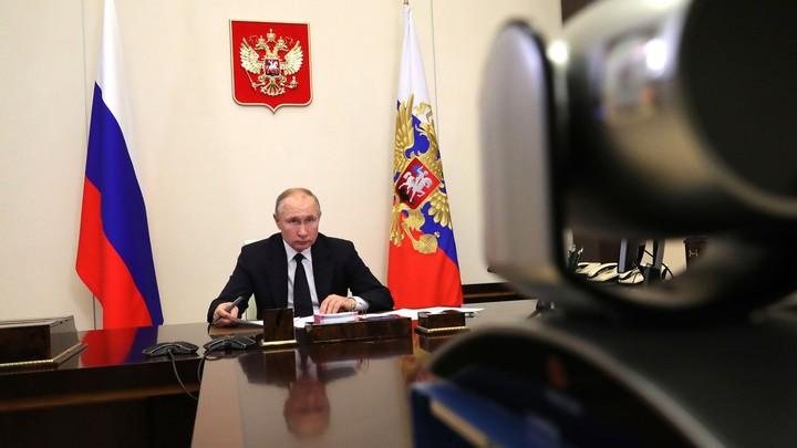 Новые штаммы COVID-19 Кремль назвал непредсказуемыми