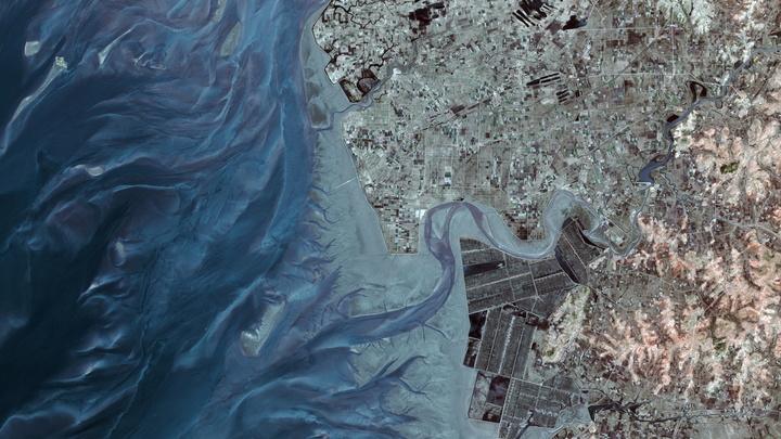 Спецслужбы США подключат частные компании к слежке за военными объектами КНДР
