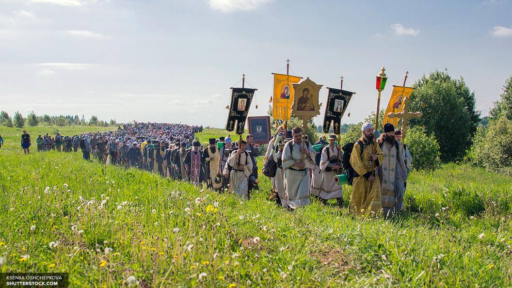 Десятки тысяч человек принимают участие в Великорецком крестном ходе