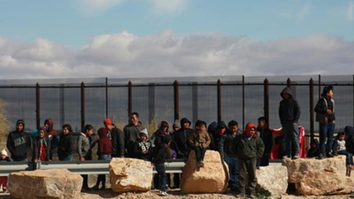 Частокол с острыми пиками из стали: Трамп показал красивую и эффективную стену против мигрантов