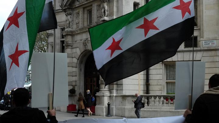 Восстановить руины: В Сирии мирные жители вернулись в уничтоженный курортный город