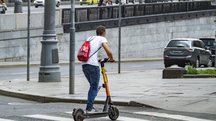 В МВД Беларуси хотят приравнять к пешеходам водителей самокатов и моноколёс
