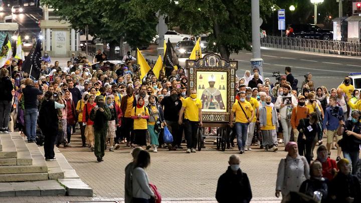 Восклицания недовольных народным ходом в Екатеринбурге отмели: Святая Русь жива!