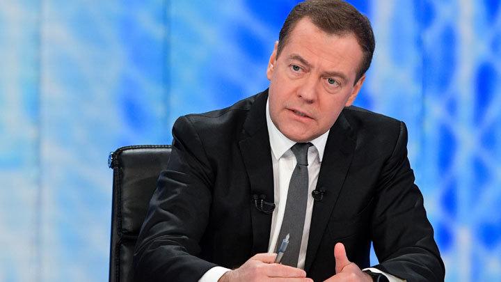 Оптимизм без причины: Топ самых нелепых заявлений Дмитрия Медведева