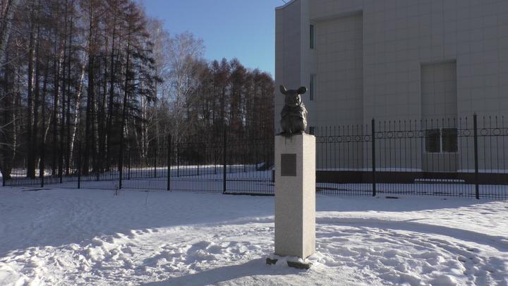 Памятник лабораторной мыши в новосибирском Академгородке: Грызуны на страже науки