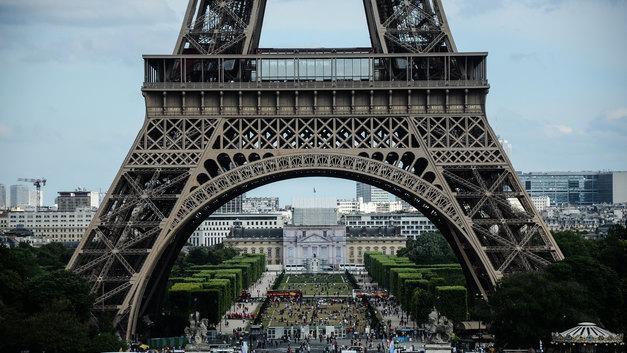 Огни Эйфелевой башни погасят в память о жертвах лондонского теракта