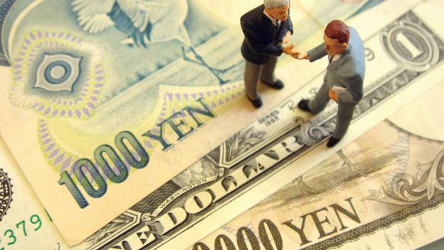 Взгляд на Восток: Блумберг назвал самую устойчивую валюту на случай кризиса
