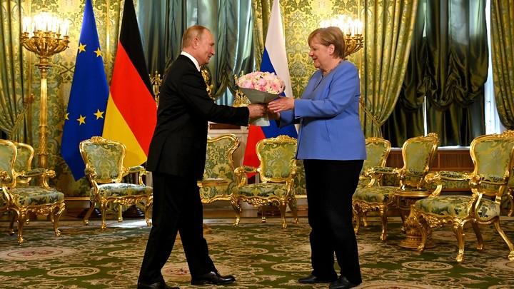 Sohu разгадала характер Путина по букету для Меркель