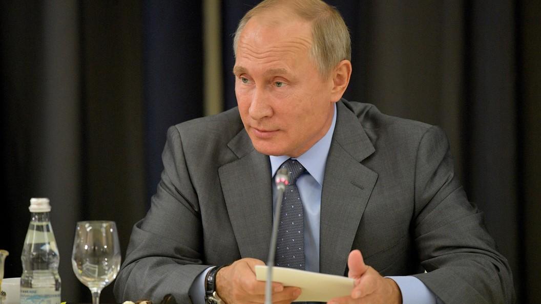 Путин благодарен чешскому народу, что тот не пытается переписать историю