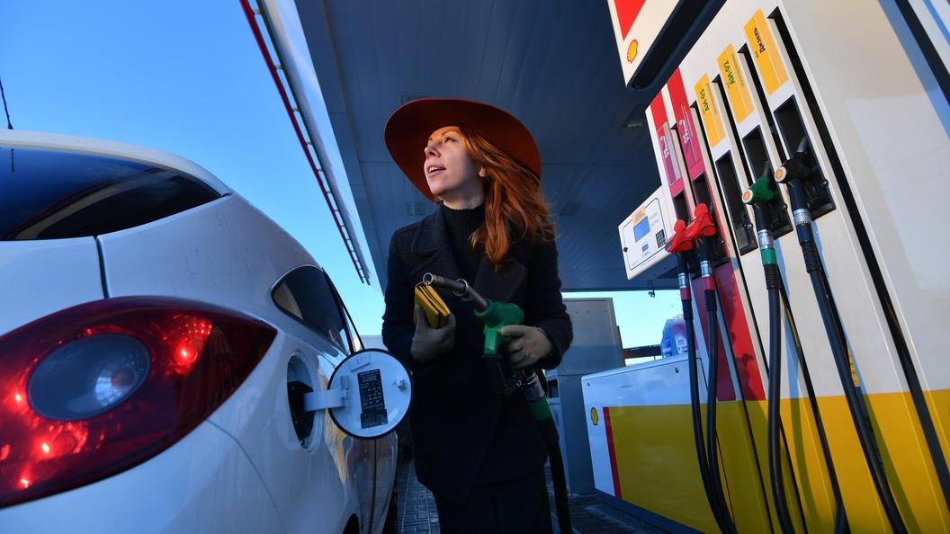 Росстат: Средняя цена набензин в РФ одолела рубеж в40 руб.