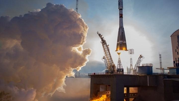 Заходишь, а кабинки все заняты: Пользователи Рунета поглумились над астронавтами США
