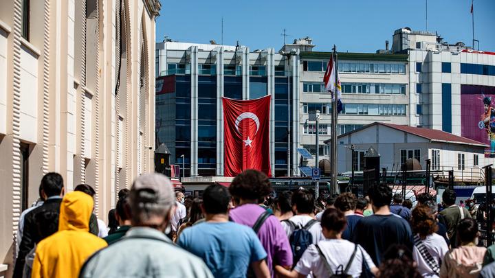 Опасные каникулы: Длинноволосый студент из Петербурга пропал в Турции