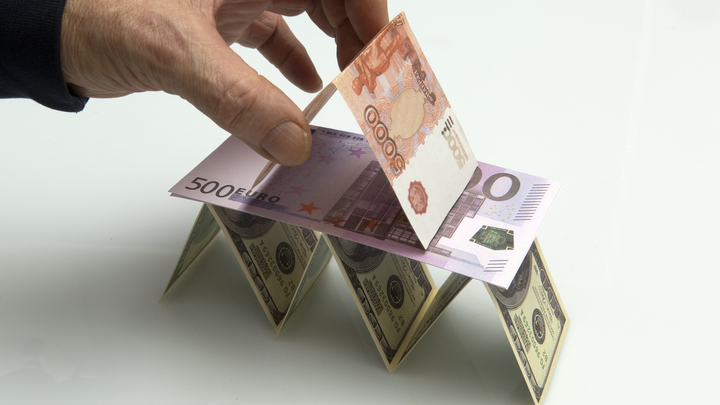 Кризиса можно было избежать? Делягин рассказал, как гробовые деньги мешают экономике России