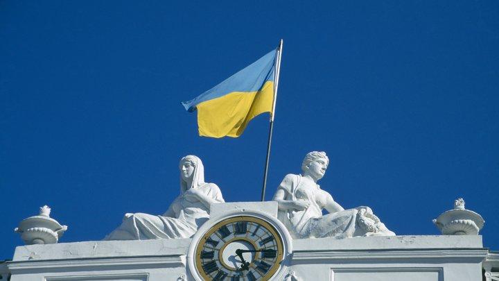 У них какая-то нездоровая мания: На Украине поставили унитаз на место памятника Жукову