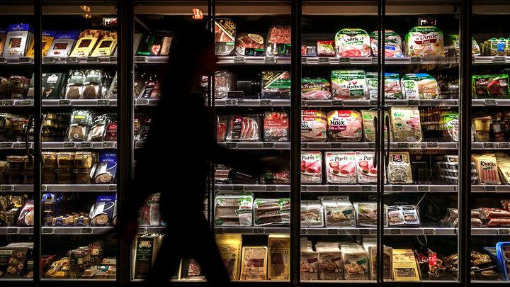 Мясники объяснили рост цен на колбасу африканской чумой и НДС