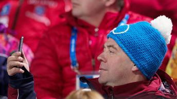 Медведев хочет новых скоростей для своего айфона и торопит разработку 5G