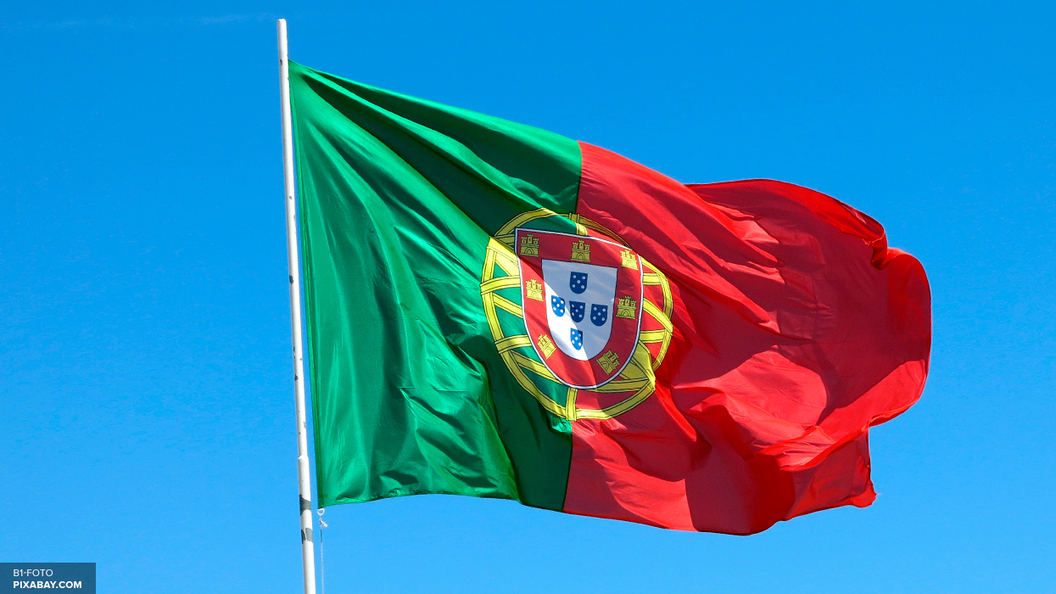 В Португалии взорвавшийся самолет упал на супермаркет, погибли пятеро