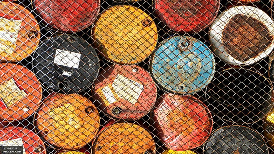 Россия по сравнению с октябрем прошлого года стала добывать нефти на 2 процента меньше