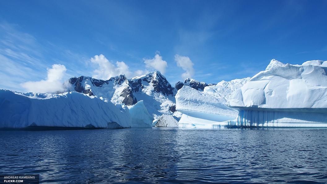 Старостью и железом объяснили ученые тайну Кровавого водопада в Антарктиде
