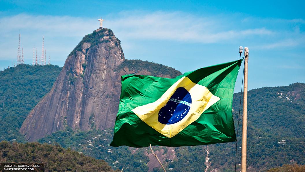 Протестующих против реформ в Бразилии отогнали от дома президента слезоточивым газом