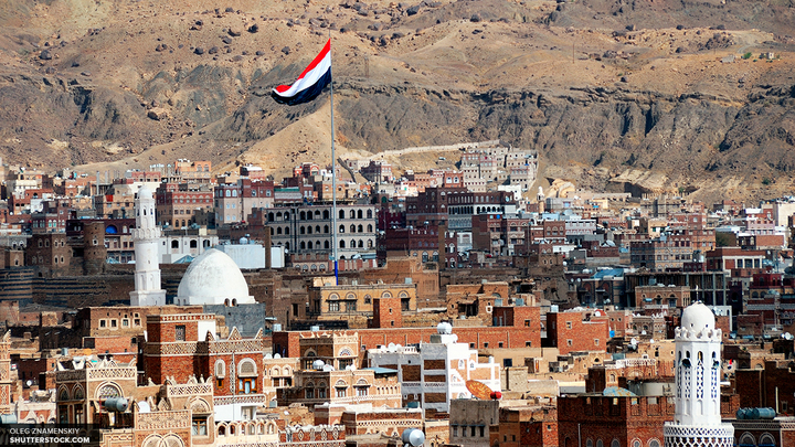 В йеменской Сане из толпы протестующих раздались выстрелы в сторону спецпосланника ООН
