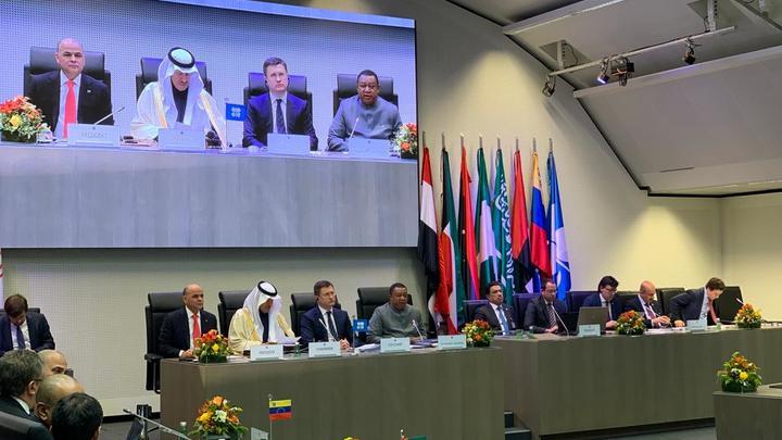 СМИ слили неофициальные переговоры России и Саудовской Аравии. Нефть тут же подскочила в цене