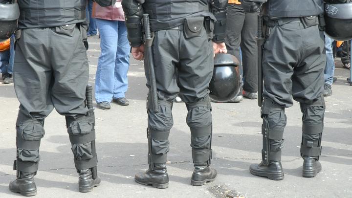 Гарный хлопец взорвал бутылку пива в отделении банка в Киеве