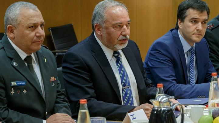 Под Нетаньяху зашатался стул: Ради войны с ХАМАС Либерман пойдет до конца