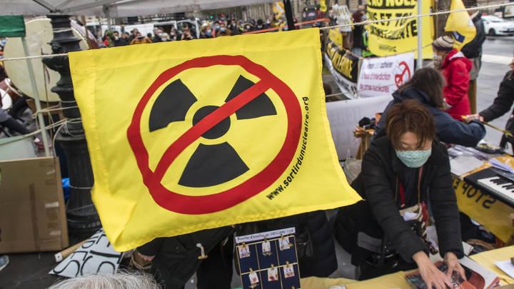 Япония приняла решение по радиоактивной воде Фукусимы: Всё в океан, но…