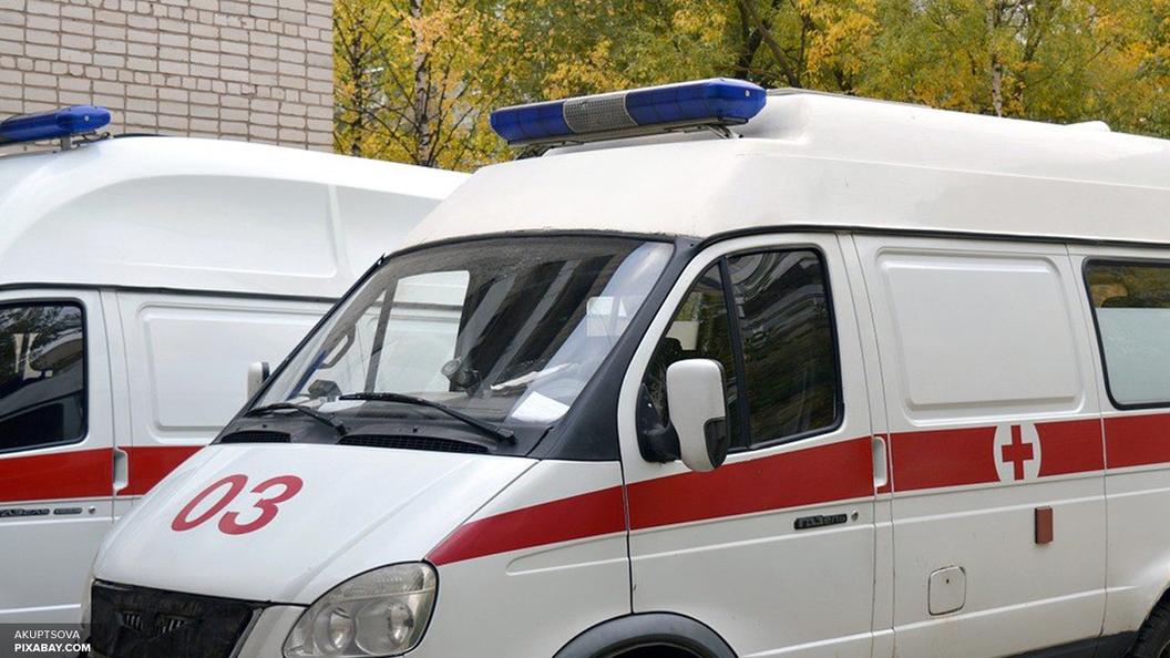 С места аварии автобуса с туристами пострадавших эвакуируют на вертолетах