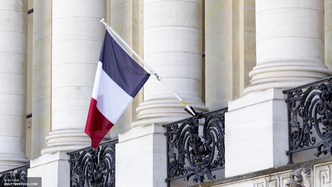 Парижская полиция открыла огонь по террористу с молотком