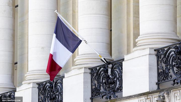 Полиция заперла туристов в Нотр-Дам-де-Пари
