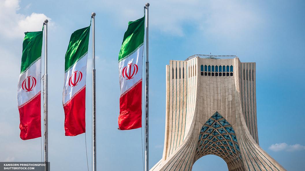 Власти Ирана опровергли сообщения о втором взрыве в мавзолее Хомейни