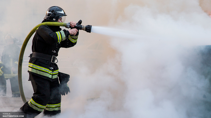 В Лондоне Grenfell Tower сгорел дотла: Есть жертвы