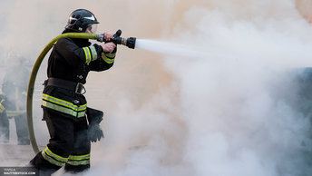 При падении частей ракеты на Байконуре погиб человек - пожар тушили несколько часов