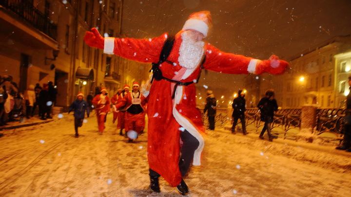 Осталось только сидеть по домам и пить: жителей Санкт-Петербурга огорчили новогодние ограничения