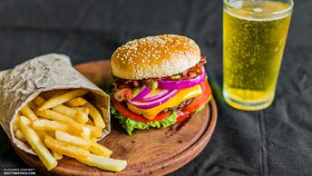 Член правительства ОАЭ приготовил бургер за $10 тысяч