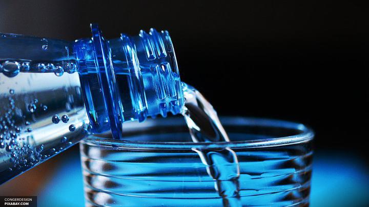 Ученые рассказали, как победить ожирение простой водой