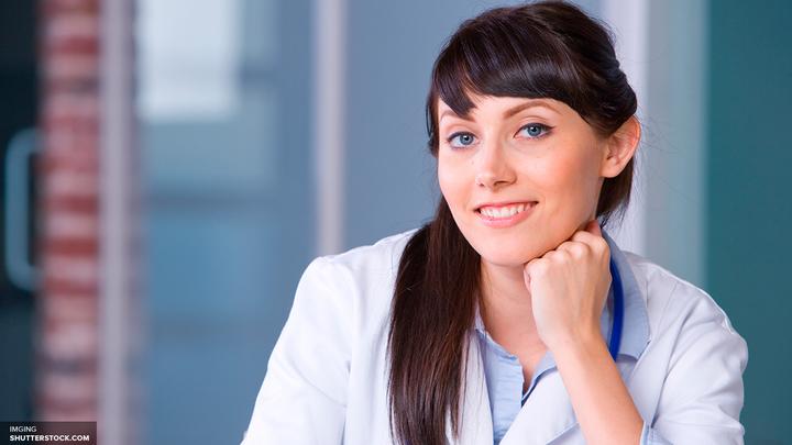 Ученые выяснили, почему женщинам их соперницы кажутся красивее