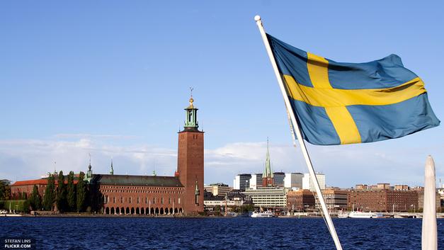 Прощай, спокойная Швеция: В Гётеборге молодые люди забросали полицию камнями