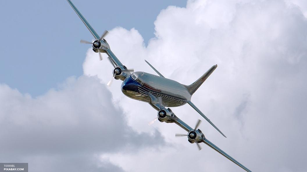 Самолет ВВС США опасно приблизился к лайнеру Трампа