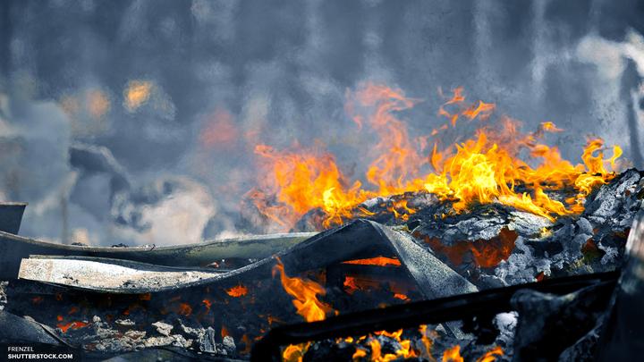 Деревянный лагерь мигрантов на севере Франции сгорел полностью