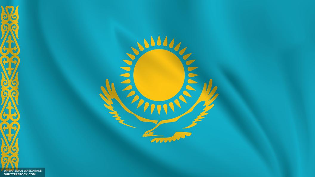 Автобус со школьниками затопило талой водой в Казахстане
