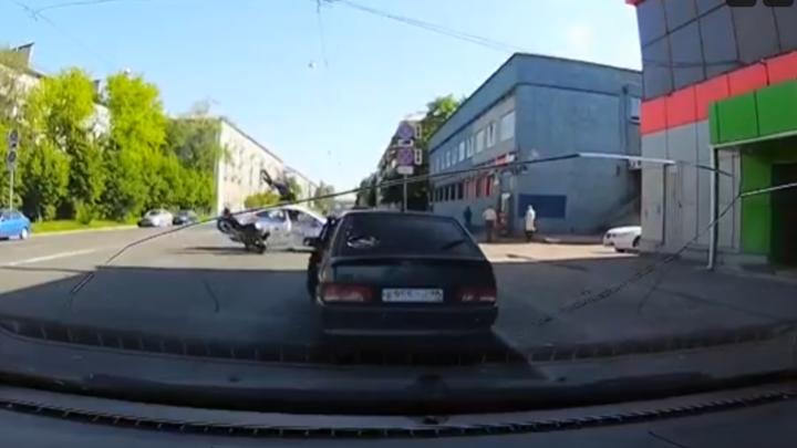Что известно о состоянии пострадавших в ДТП с мотоциклом и полицейской машиной в Петербурге