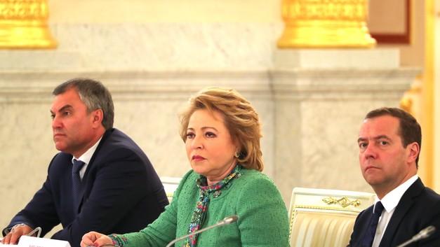 «Не царское это дело»: Матвиенко обрушилась на чиновников за незнание зарплат почтальонов