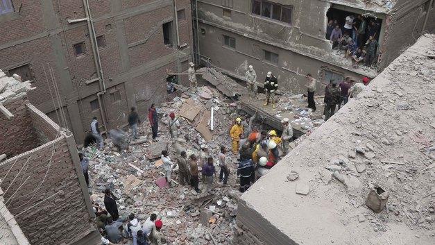 Трагедия рухнувшего дома в районе для бедных в Египте: Под завалами могут быть еще люди