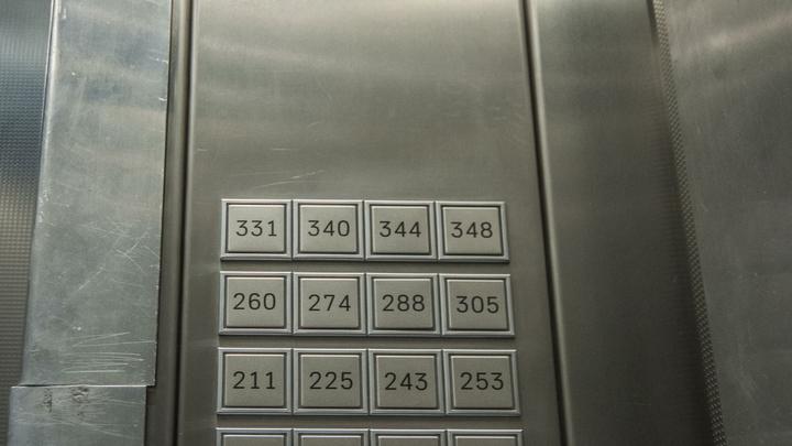 Старикам здесь не место: около 1000 лифтов старше 20 лет заменят в Подмосковье