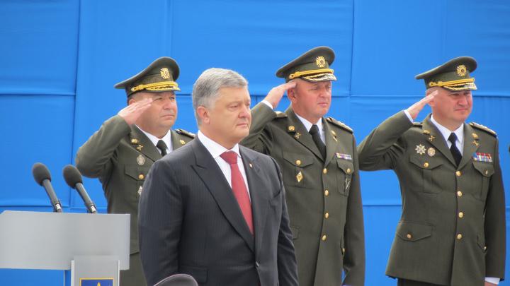 В соцсетях высмеяли Порошенко за оду украинским авиаторам