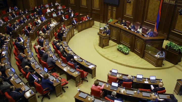 В Армении парламент разрешил себе блокировать собственный роспуск